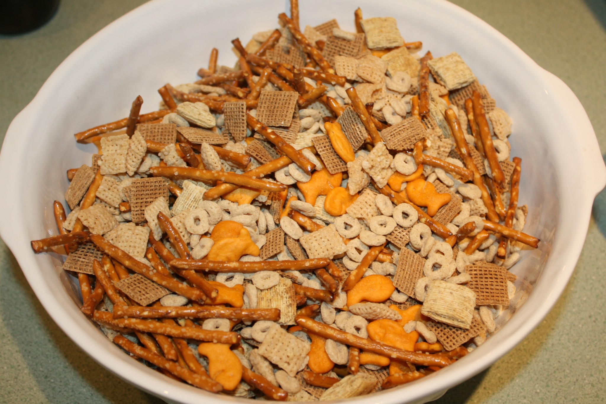 how to make nuts and bolts snack mix