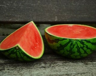 How to Cut Watermelons – With and Without the Rind