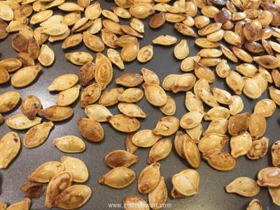 oven roasted pumpkin seeds - watermarked