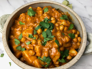 butter chickpeas with cilantro