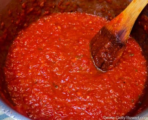 Homemade spaghetti sauce using diced tomatoes